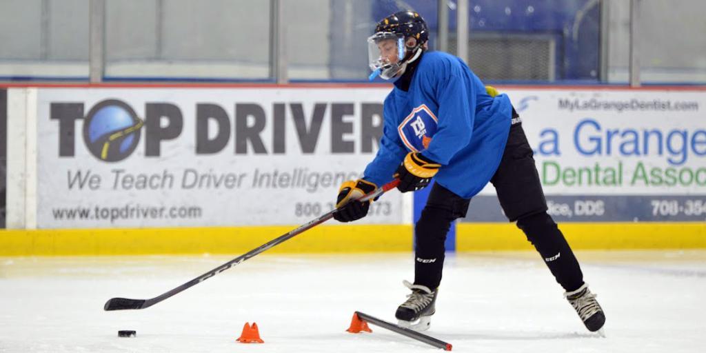 DB Hockey Academy player stickhandling