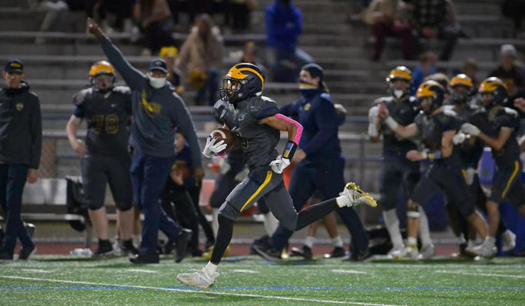 In a crucial KingCo 2A/3A matchup, the Wolverines (3-0 in the league, 5-2 overall) ran past the Liberty Patriots (5-2) by a score of 42-7 on Oct. 18. Bellevue running back Alex Reid rushed for more than 100 yards, including two touchdowns. The Wolverines