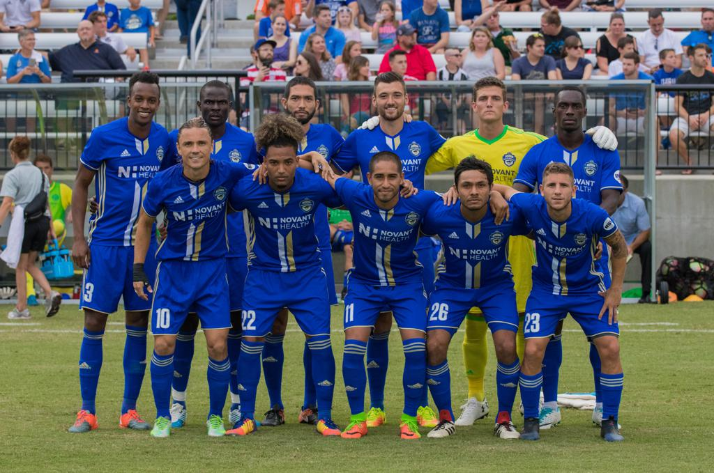 The Charlotte Independence poses for a photo before the game against Harrisburg City Islanders