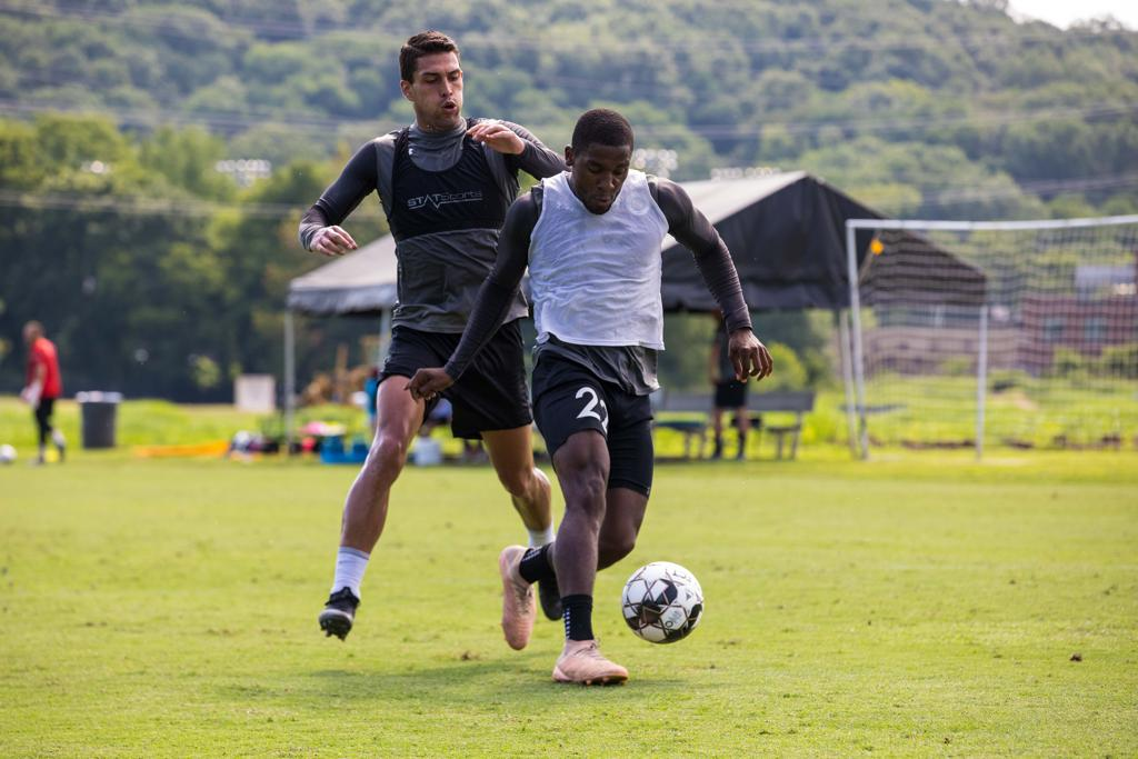 Bradley Bourgeois faces off against Daniel Rios in Nashville SC training session