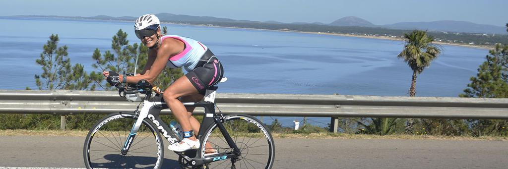 A biker smiles en route at IRONMAN Punta del Este 70.3
