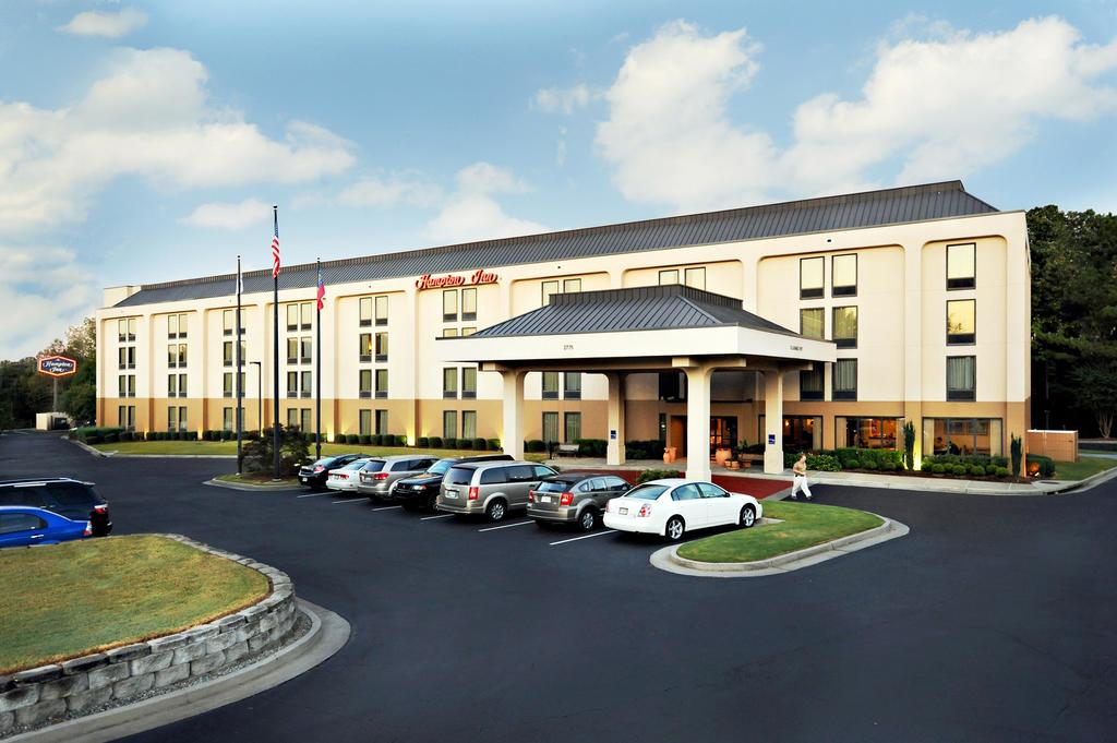 Click on the photo of the hotel, type in rate code: PNC to go to the Pylon booking page