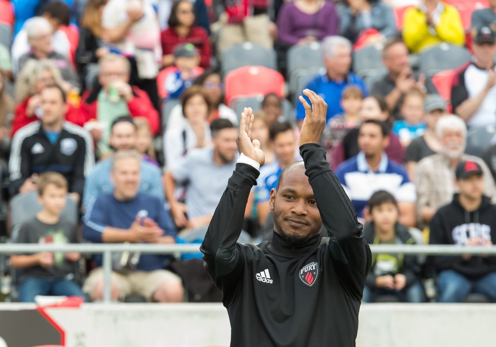 Julian de Guzman waving at fans